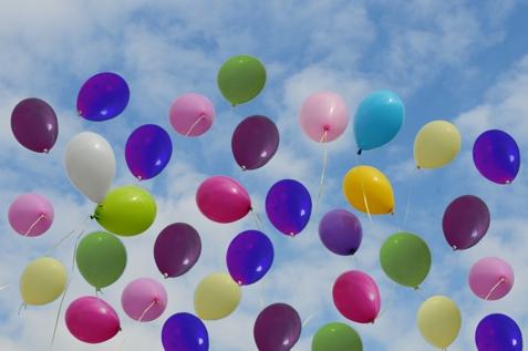 Massenstart mit Ballons